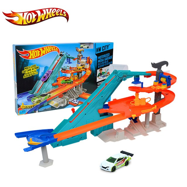 Y1869 / Y1868  Hot Wheels Smagais auto Super Crash + 1 auto Hot Wheels Crashing Big Rigs Playset